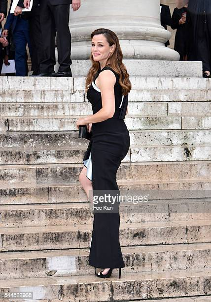 Jennifer Garner attends the Atelier Versace Haute Couture Fall/Winter 20162017 show as part of Paris Fashion Week on July 3 2016 in Paris France
