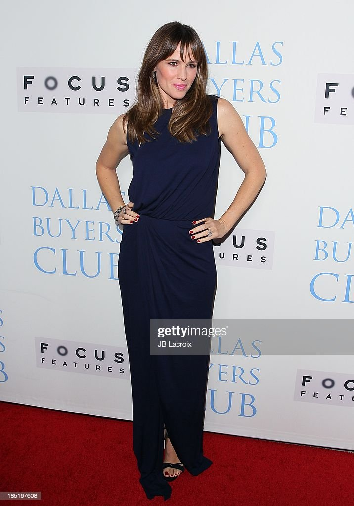 <a gi-track='captionPersonalityLinkClicked' href=/galleries/search?phrase=Jennifer+Garner&family=editorial&specificpeople=201813 ng-click='$event.stopPropagation()'>Jennifer Garner</a> attends the 'Dallas Buyers Club' Los Angeles premiere held at the Academy of Motion Picture Arts and Sciences on October 17, 2013 in Beverly Hills, California.