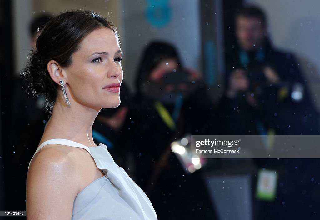 <a gi-track='captionPersonalityLinkClicked' href=/galleries/search?phrase=Jennifer+Garner&family=editorial&specificpeople=201813 ng-click='$event.stopPropagation()'>Jennifer Garner</a> attends the EE British Academy Film Awards at The Royal Opera House on February 10, 2013 in London, England.