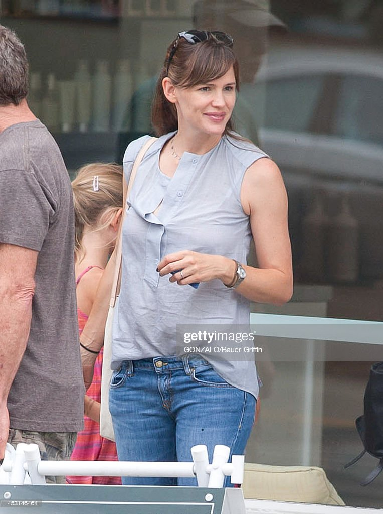 <a gi-track='captionPersonalityLinkClicked' href=/galleries/search?phrase=Jennifer+Garner&family=editorial&specificpeople=201813 ng-click='$event.stopPropagation()'>Jennifer Garner</a> is seen on August 03, 2014 in Los Angeles, California.