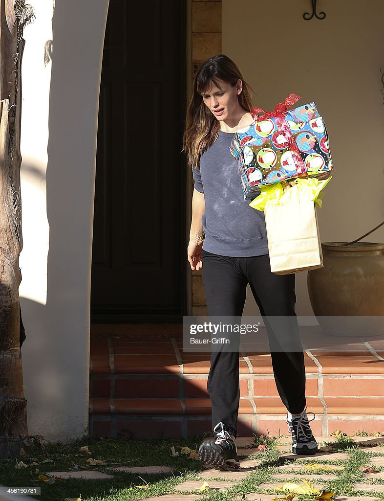 <a gi-track='captionPersonalityLinkClicked' href=/galleries/search?phrase=Jennifer+Garner&family=editorial&specificpeople=201813 ng-click='$event.stopPropagation()'>Jennifer Garner</a> is seen on December 20, 2013 in Los Angeles, California.