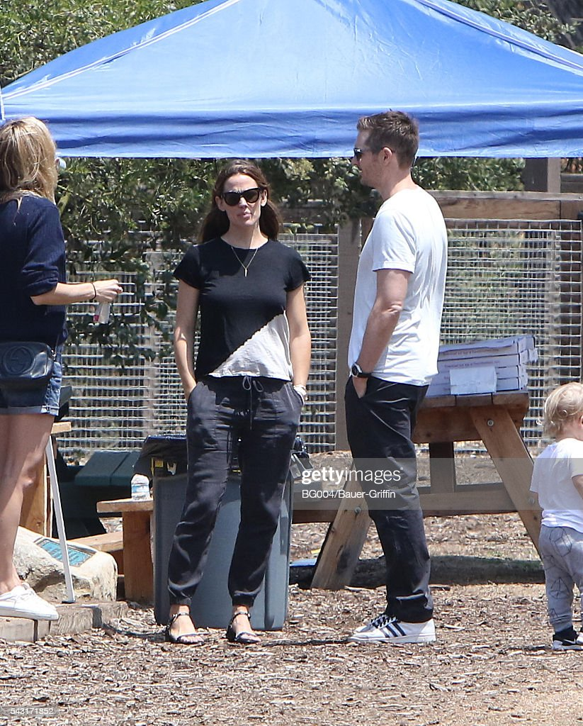 <a gi-track='captionPersonalityLinkClicked' href=/galleries/search?phrase=Jennifer+Garner&family=editorial&specificpeople=201813 ng-click='$event.stopPropagation()'>Jennifer Garner</a> is seen on June 26, 2016 in Los Angeles, California.