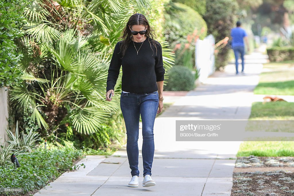 <a gi-track='captionPersonalityLinkClicked' href=/galleries/search?phrase=Jennifer+Garner&family=editorial&specificpeople=201813 ng-click='$event.stopPropagation()'>Jennifer Garner</a> is seen on June 28, 2016 in Los Angeles, California.