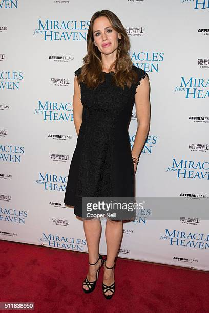 Jennifer Garner poses for a photo on the red carpet for the premiere of 'Miracles From Heaven' on February 21 2016 in Dallas Texas