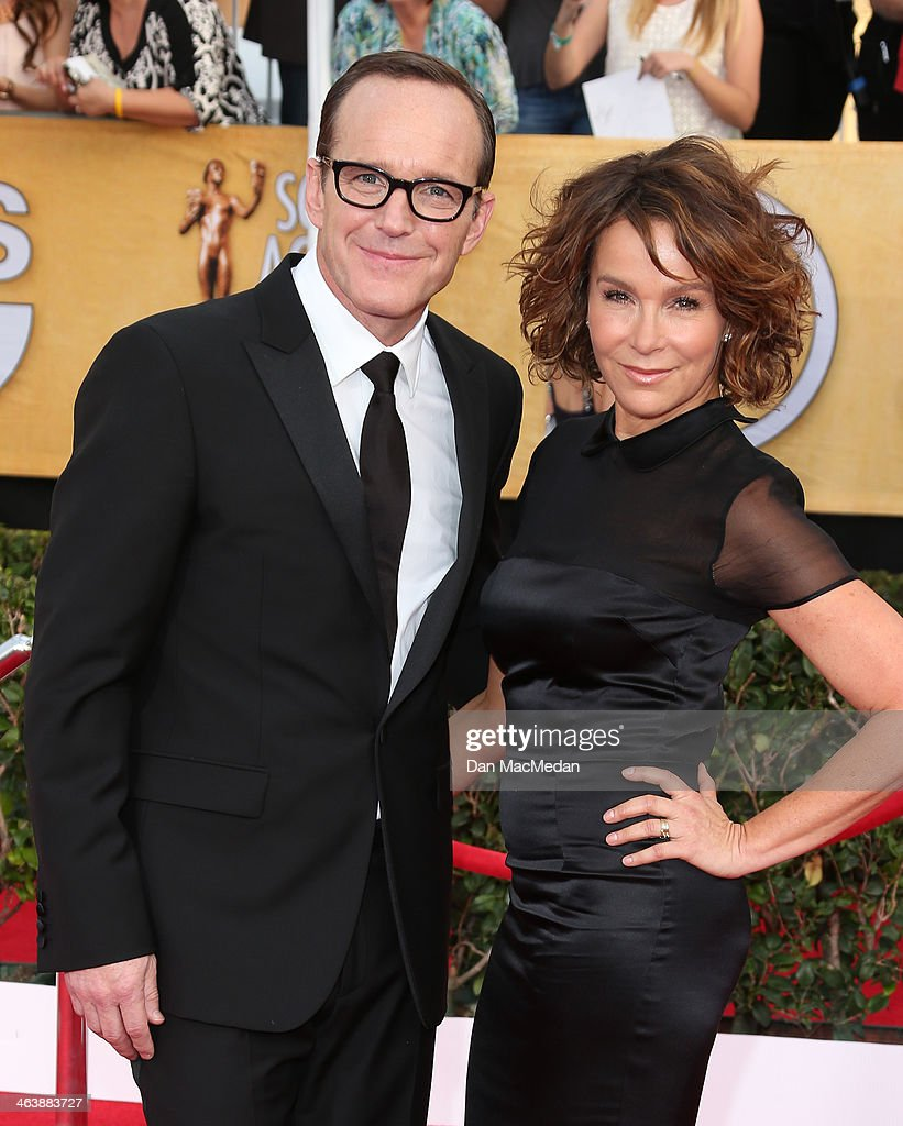 Jennifer Grey and Clark Gregg (L) arrive at the 20th Annual Screen Actors Guild Awards at the Shrine Auditorium on January 18, 2014 in Los Angeles, California.
