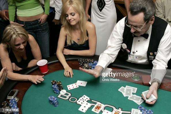 Mena suvari poker