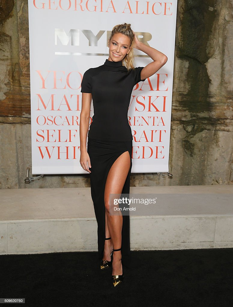 <a gi-track='captionPersonalityLinkClicked' href=/galleries/search?phrase=Jennifer+Hawkins&family=editorial&specificpeople=202875 ng-click='$event.stopPropagation()'>Jennifer Hawkins</a> arrives ahead of the Myer AW16 Fashion Launch at Barangaroo Reserve on February 11, 2016 in Sydney, Australia.