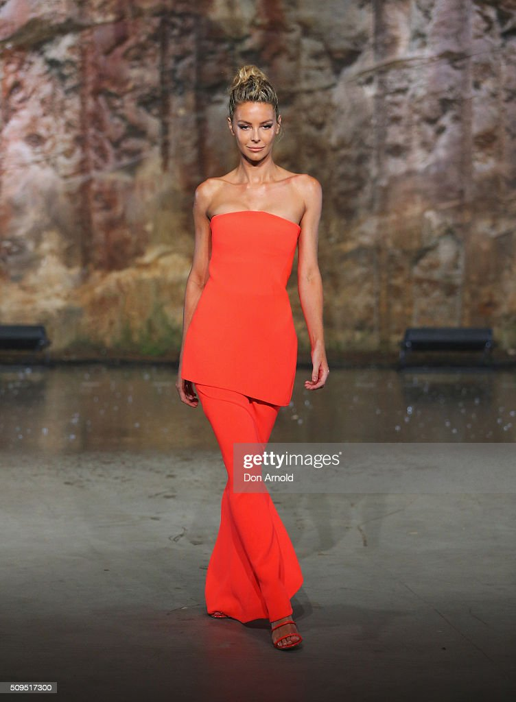 <a gi-track='captionPersonalityLinkClicked' href=/galleries/search?phrase=Jennifer+Hawkins&family=editorial&specificpeople=202875 ng-click='$event.stopPropagation()'>Jennifer Hawkins</a> showcases designs by Maticevski on the runway at the Myer AW16 Fashion Launch on February 11, 2016 in Sydney, Australia.