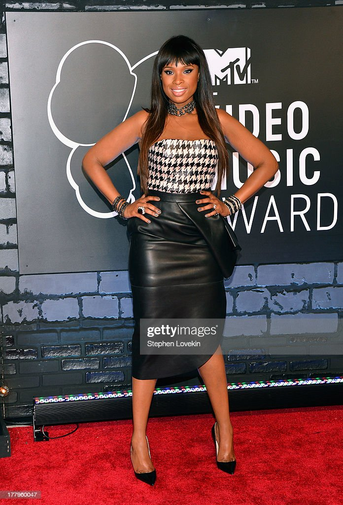 <a gi-track='captionPersonalityLinkClicked' href=/galleries/search?phrase=Jennifer+Hudson&family=editorial&specificpeople=234833 ng-click='$event.stopPropagation()'>Jennifer Hudson</a> attends the 2013 MTV Video Music Awards at the Barclays Center on August 25, 2013 in the Brooklyn borough of New York City.
