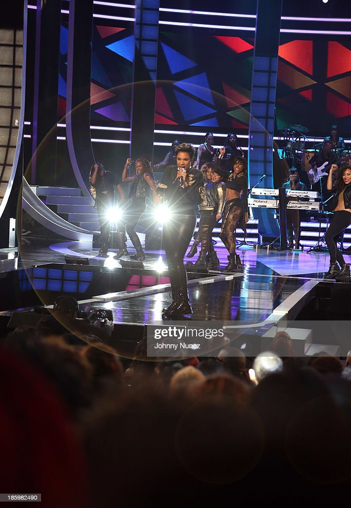 <a gi-track='captionPersonalityLinkClicked' href=/galleries/search?phrase=Jennifer+Hudson&family=editorial&specificpeople=234833 ng-click='$event.stopPropagation()'>Jennifer Hudson</a> (c) performs during Black Girls Rock! 2013 at New Jersey Performing Arts Center on October 26, 2013 in Newark, New Jersey.