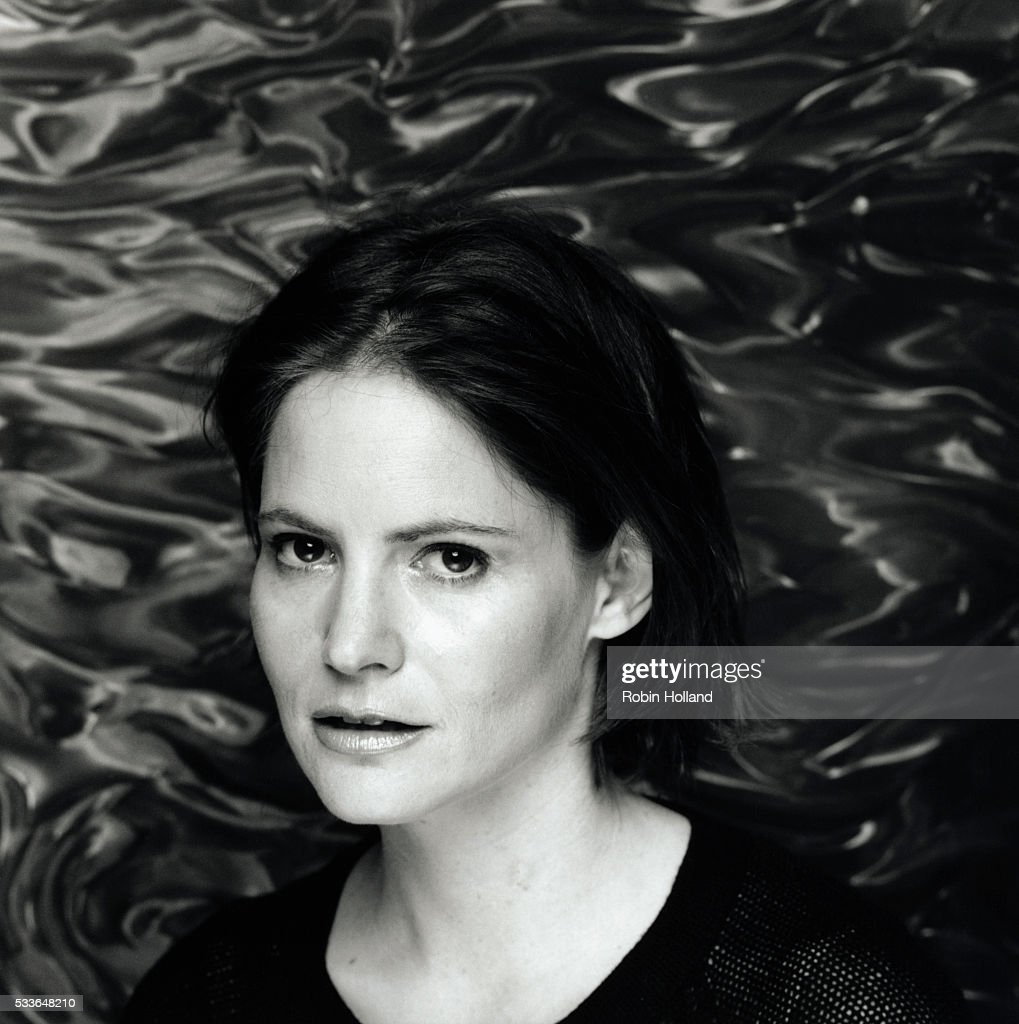 jennifer jason leigh facebook