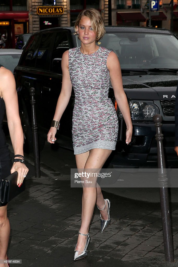 <a gi-track='captionPersonalityLinkClicked' href=/galleries/search?phrase=Jennifer+Lawrence&family=editorial&specificpeople=1596040 ng-click='$event.stopPropagation()'>Jennifer Lawrence</a> arrives at a 'Dior' dinner on July 7, 2014 in Paris, France.