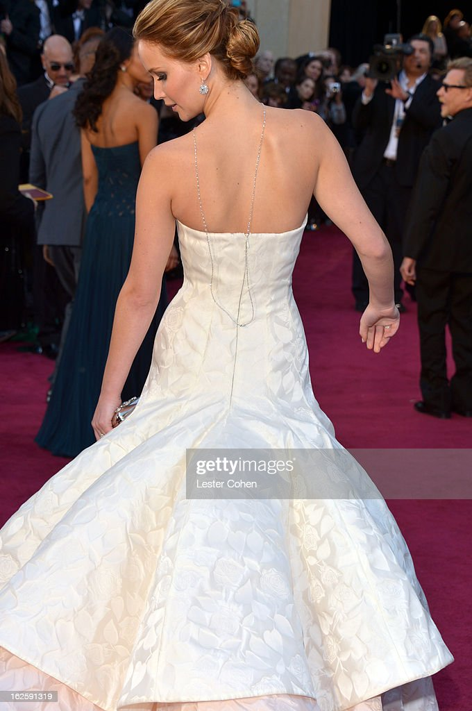 Jennifer Lawrence arrives at the Oscars at Hollywood & Highland Center on February 24, 2013 in Hollywood, California.