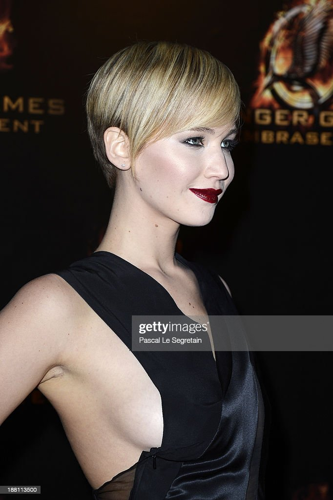 Jennifer Lawrence attends 'The Hunger Games: Catching Fire' Paris Premiere at Le Grand Rex on November 15, 2013 in Paris, France.