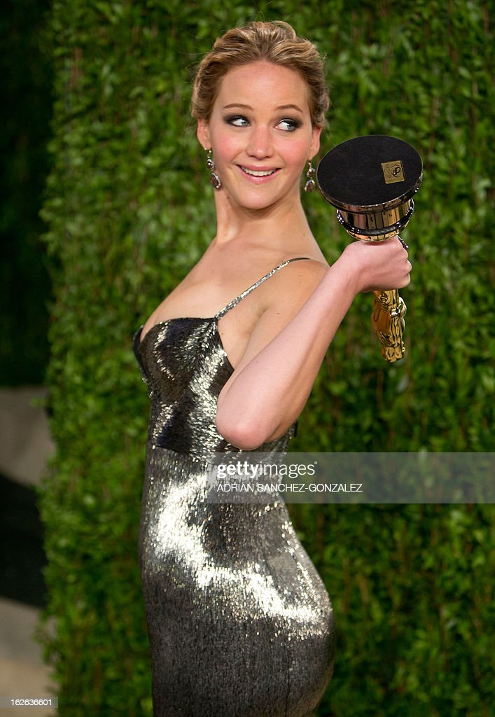 Jennifer Lawrence carrying her Oscar for best actress arrives for the 2013 Vanity Fair Oscar Party on February 24, 2013 in Hollywood, California.