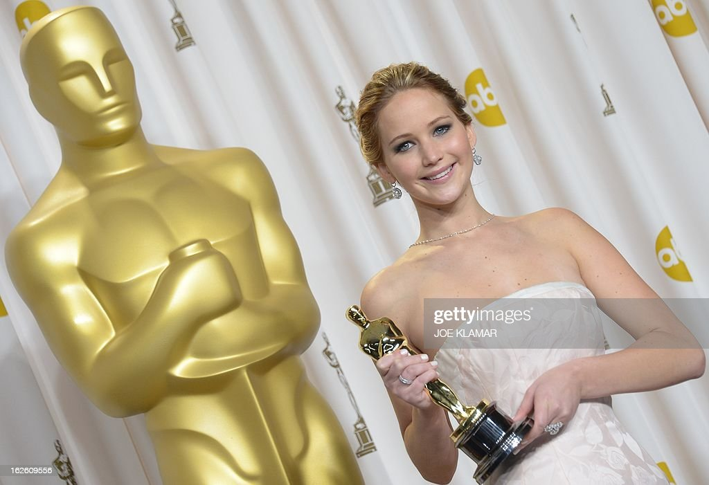 Jennifer Lawrence holds the trophy for Best Actress in the press room during the 85th Annual Academy Awards on February 24, 2013 in Hollywood, California. AFP PHOTO / JOE KLAMAR
