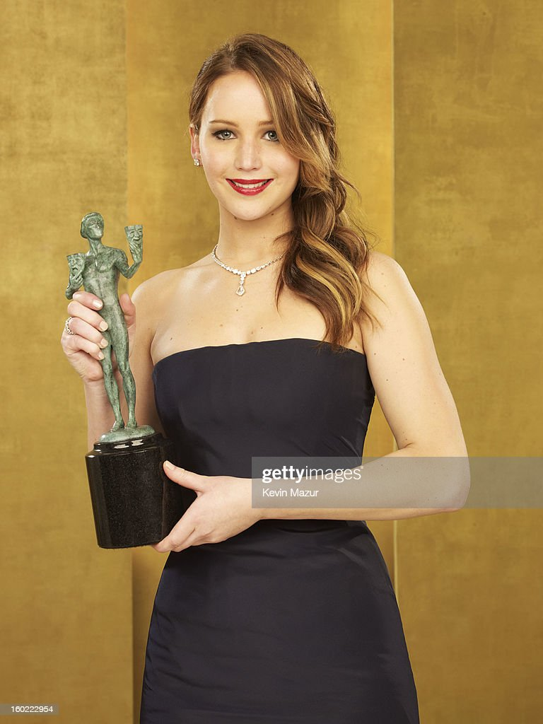 <a gi-track='captionPersonalityLinkClicked' href=/galleries/search?phrase=Jennifer+Lawrence&family=editorial&specificpeople=1596040 ng-click='$event.stopPropagation()'>Jennifer Lawrence</a> poses during the 19th Annual Screen Actors Guild Awards at The Shrine Auditorium on January 27, 2013 in Los Angeles, California. (Photo by Kevin Mazur/WireImage) 23116_027_0301_R.jpg