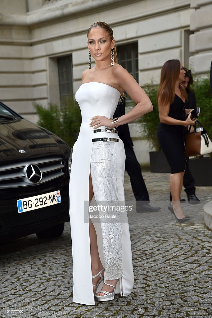 Jennifer Lopez arrives at the Versace show as part of Paris Fashion Week Haute Couture Fall/Winter 20142015 on July 6 2014 in Paris France