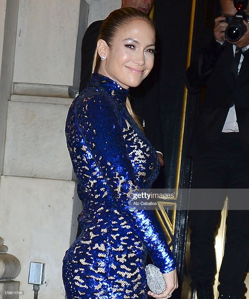Jennifer Lopez arrives the 4th Annual amfAR Inspiration Gala New York at The Plaza Hotel on June 13, 2013 in New York City.