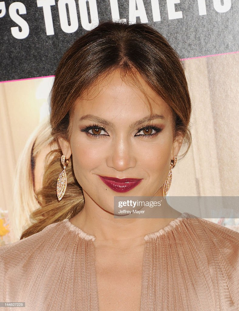 Jennifer Lopez attends the Los Angeles premiere of 'What To Expect When You're Expecting' at Grauman's Chinese Theatre on May 14, 2012 in Hollywood, California.