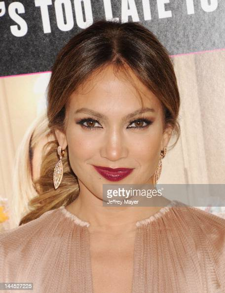 Jennifer Lopez attends the Los Angeles premiere of 'What To Expect When You're Expecting' at Grauman's Chinese Theatre on May 14 2012 in Hollywood...