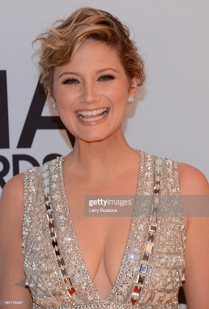 <a gi-track='captionPersonalityLinkClicked' href=/galleries/search?phrase=Jennifer+Nettles&family=editorial&specificpeople=619734 ng-click='$event.stopPropagation()'>Jennifer Nettles</a> attends the 47th annual CMA Awards at the Bridgestone Arena on November 6, 2013 in Nashville, Tennessee.