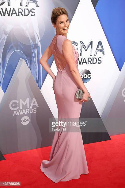 Jennifer Nettles of Sugarland attends the 49th annual CMA Awards at the Bridgestone Arena on November 4 2015 in Nashville Tennessee