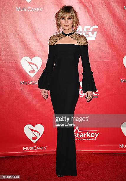 Jennifer Nettles of the band Sugarland attends the 2014 MusiCares Person of the Year honoring Carole King at Los Angeles Convention Center on January...