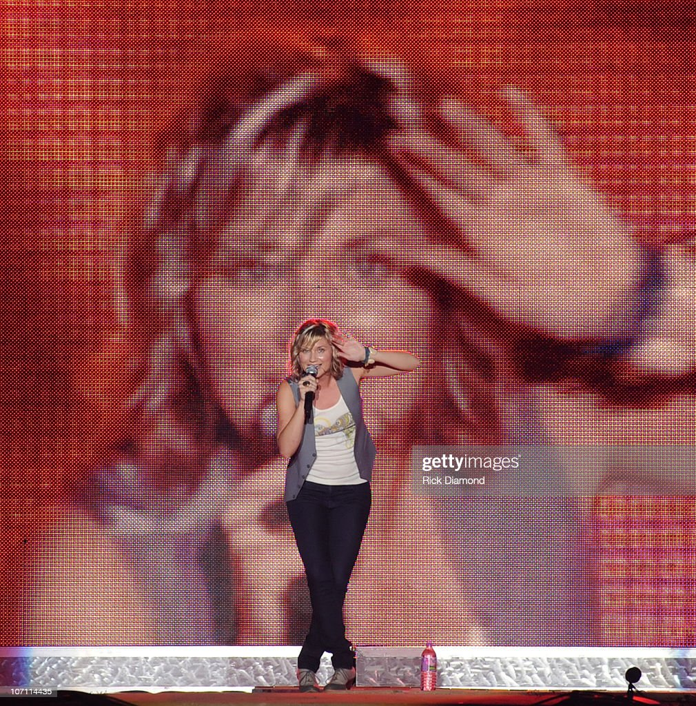 Jennifer Nettles of the group Sugarland performs during the 16th annual Country Thunder festival on July 18, 2008 on Shadow Hill Farm in Twin Lakes, Wisconsin.