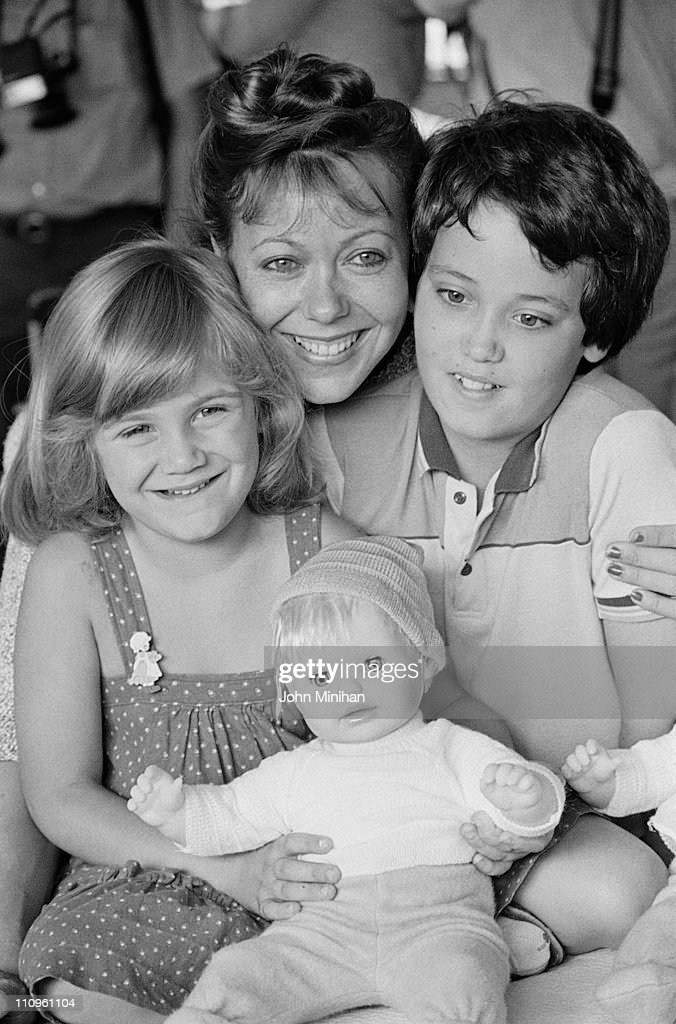 <a gi-track='captionPersonalityLinkClicked' href=/galleries/search?phrase=Jenny+Agutter&family=editorial&specificpeople=240123 ng-click='$event.stopPropagation()'>Jenny Agutter</a> visits patients in a children's Hospital, 23rd August 1984.