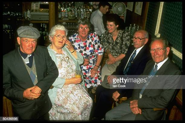 Jenny Cockell who claims to have been Mary Sutton in a past life w Mary's children Frank Sonny Betty Phyllis Christy in bar Malahide Ireland