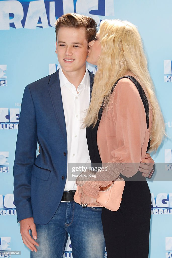 Jenny Elvers and her son Paul Jolig attend the 'Ice Age - Kollision Voraus' German Premiere at CineStar on June 26, 2016 in Berlin, Germany.