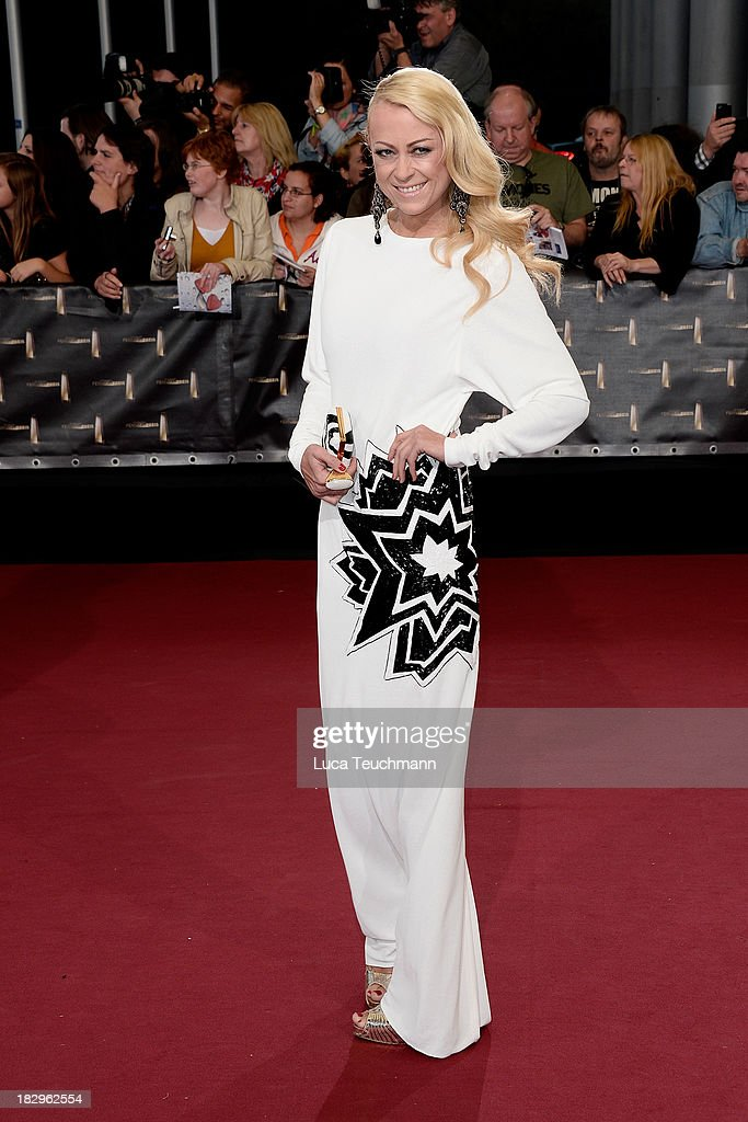 Jenny Elvers attends the Deutscher Fernsehpreis 2013 at the Coloneum on October 2, 2013 in Cologne, Germany.