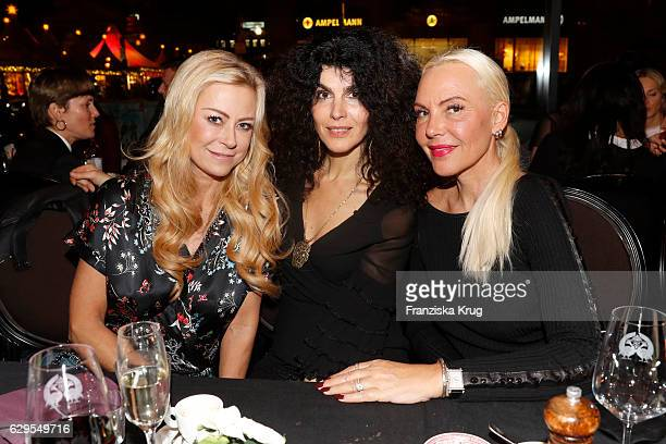 Jenny Elvers Janine Canan White and Natascha Ochsenknecht attends the Shan's Beauty Dinner on December 13 2016 in Berlin Germany
