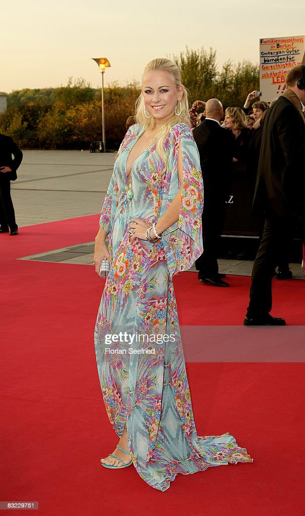 Jenny Elvers-Elbertzhagen arrives for the German TV Award 2008 at the Coloneum on October 11, 2008 in Cologne, Germany.