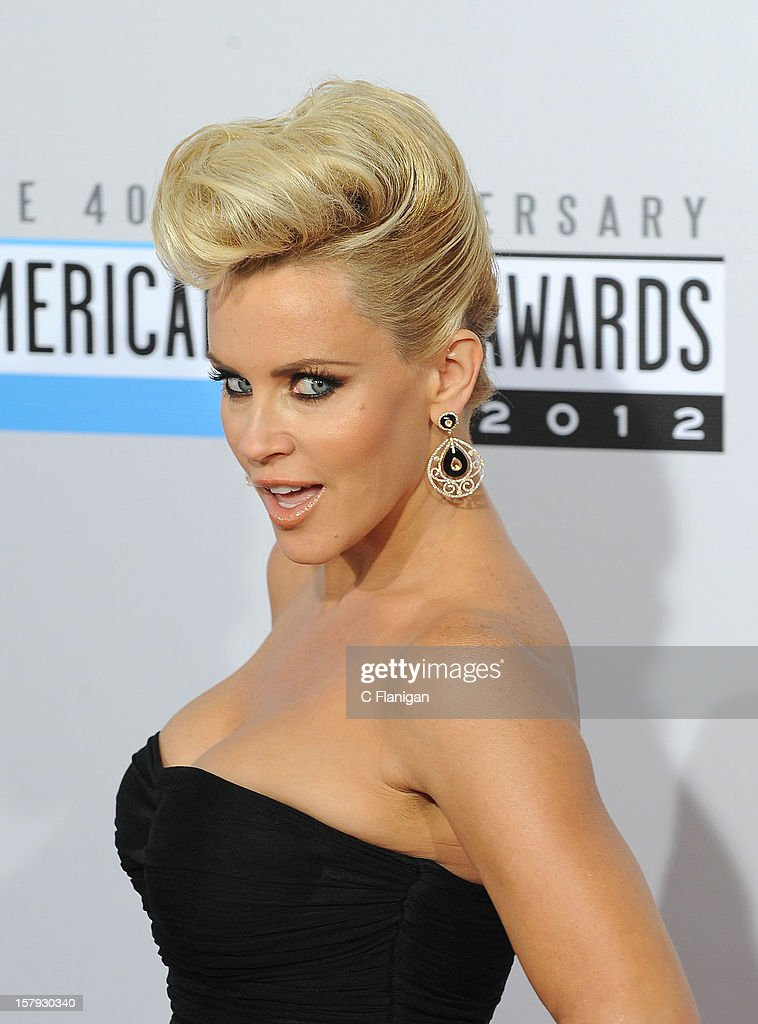 Jenny McCarthy arrives at The 40th American Music Awards at Nokia Theatre L.A. Live on November 18, 2012 in Los Angeles, California.