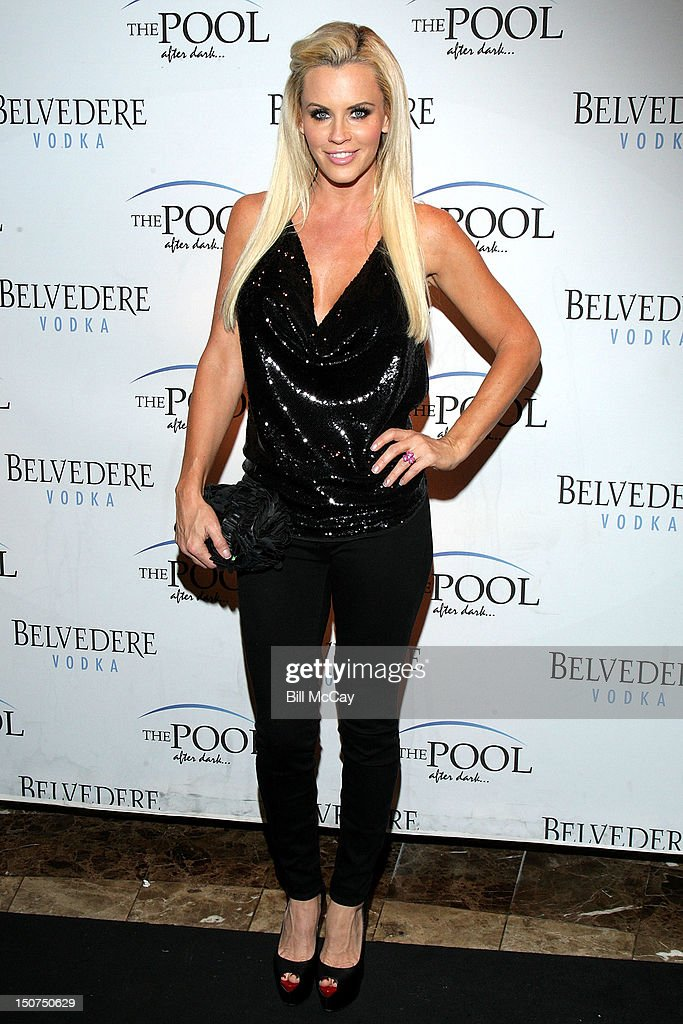 Jenny McCarthy Hosts At The Pool After Dark