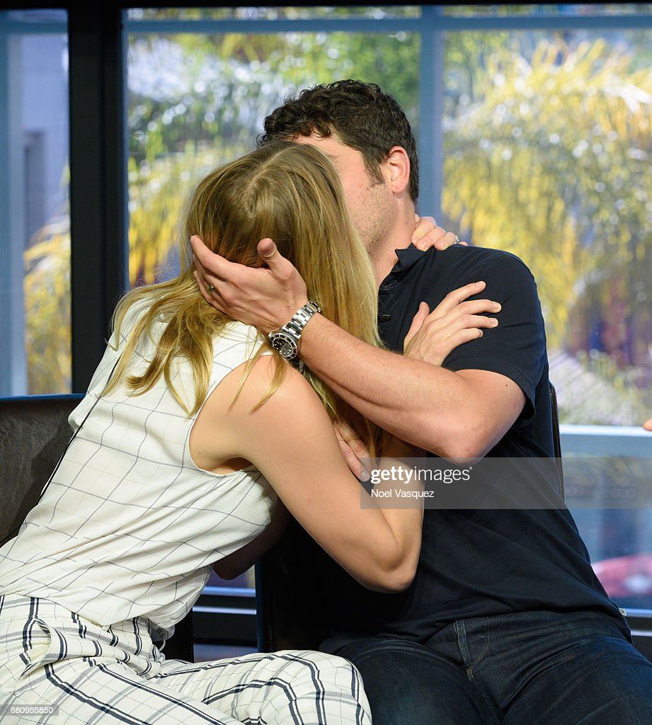 Jenny Mollen and Jason Biggs kiss at 'Extra' at Universal Studios Hollywood on July 25 2016 in Universal City California