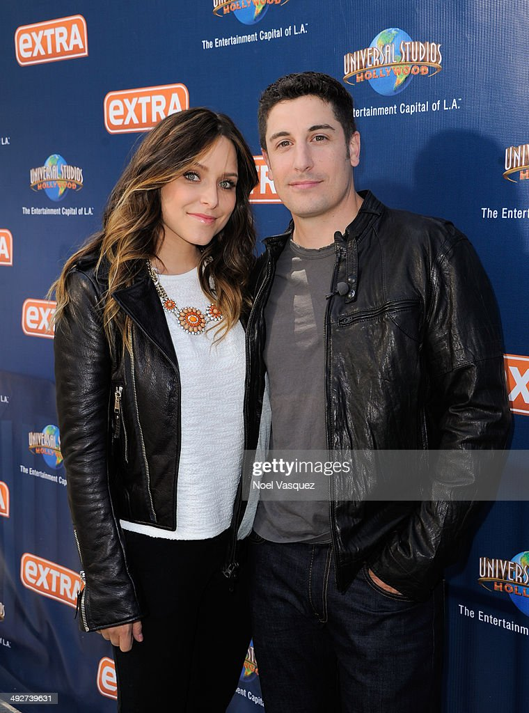 Jenny Mollen (L) and Jason Biggs visit 'Extra' at Universal Studios Hollywood on May 21, 2014 in Universal City, California.