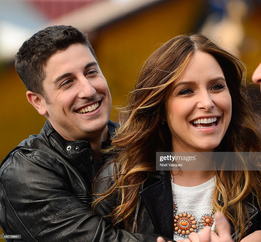 Jenny Mollen (R) and Jason Biggs visit 'Extra' at Universal Studios Hollywood on May 21, 2014 in Universal City, California.
