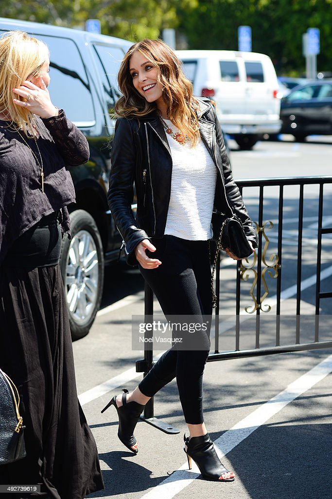 Jenny Mollen visits 'Extra' at Universal Studios Hollywood on May 21, 2014 in Universal City, California.
