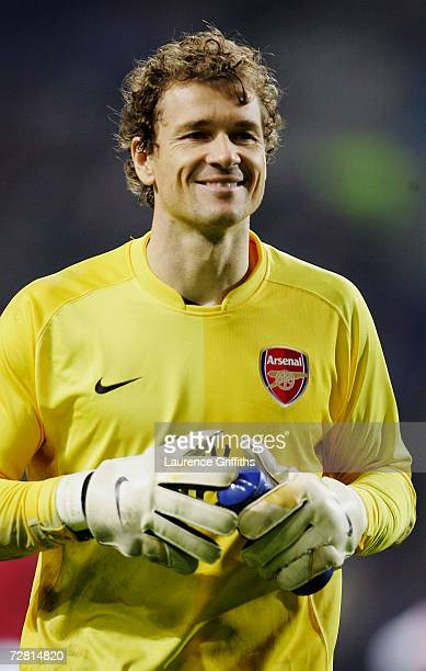 Jens Lehmann of Arsenal celebrates to the fans after the Champions League Group G match between FC Porto and Arsenal at Dragao Stadium on December 6...