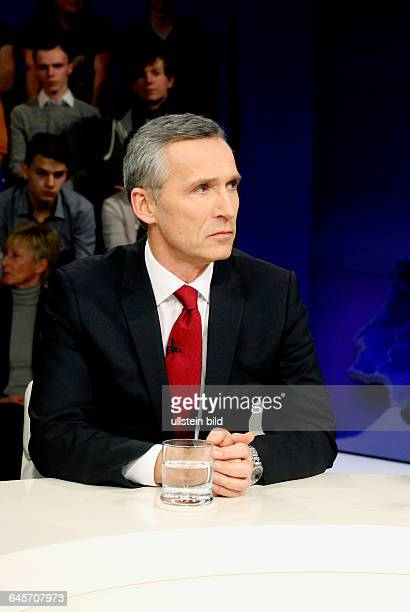 Jens Stoltenberg in der ZDFTalkshow 'Maybrit_Illner' am in BerlinThema der Sendung Russland gegen den Westen Europas Frieden in Gefahr