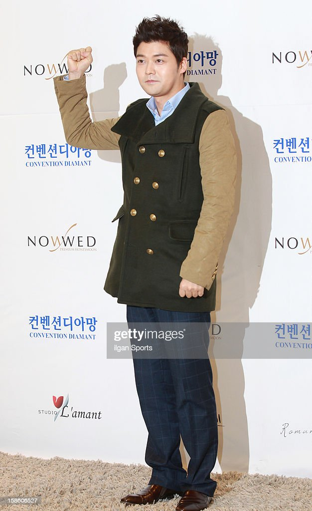 <a gi-track='captionPersonalityLinkClicked' href=/galleries/search?phrase=Jeon+Hyun-Moo&family=editorial&specificpeople=8705842 ng-click='$event.stopPropagation()'>Jeon Hyun-Moo</a> attends Hong Rok-Gi's wedding at Convention diaMant on December 16, 2012 in Seoul, South Korea.