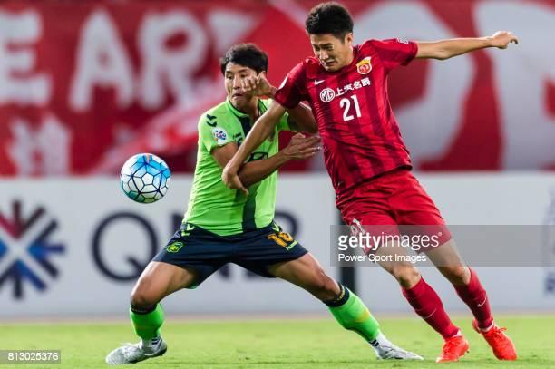 Jeonbuk Hyundai Motors FC defender Cho Sung Hwan fights for the ball with Shanghai SIPG FC forward Yu Hai during the AFC Champions League 2016...