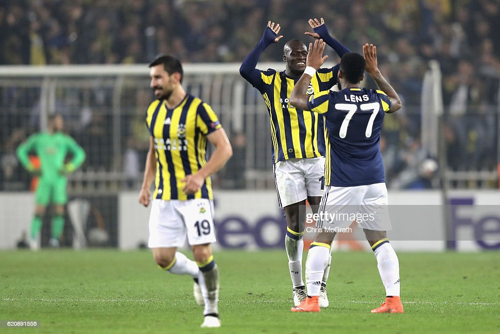 Fenerbahce SK v Manchester United FC - UEFA Europa League : News Photo