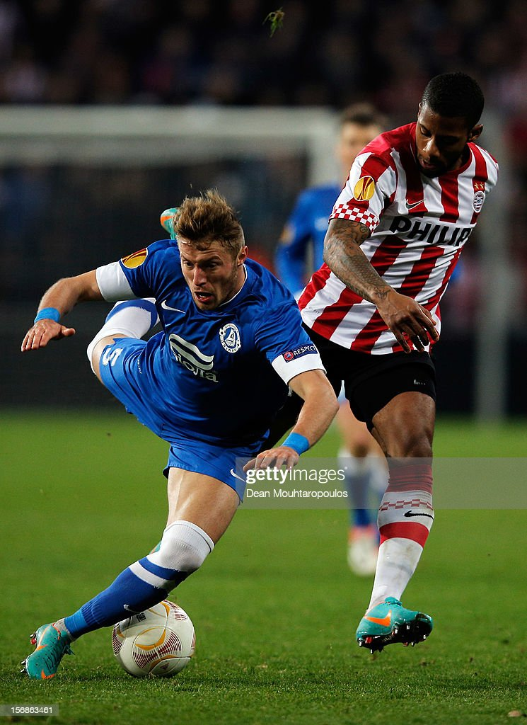 <a gi-track='captionPersonalityLinkClicked' href=/galleries/search?phrase=Jeremain+Lens&family=editorial&specificpeople=4174305 ng-click='$event.stopPropagation()'>Jeremain Lens</a> of PSV and Vitaliy Mandziuk of Dnipro battle for the ball during the UEFA Europa League Group F match between PSV Eindhoven and FC Dnipro Dnipropetrovsk at the Philips Stadion n November 22, 2012 in Eindhoven, Netherlands.