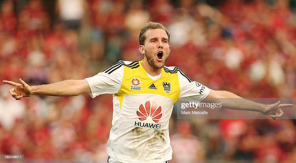 <a gi-track='captionPersonalityLinkClicked' href=/galleries/search?phrase=Jeremy+Brockie&family=editorial&specificpeople=591299 ng-click='$event.stopPropagation()'>Jeremy Brockie</a> of the Phoenix celebrates scoring a goal during the round two A-League match between the Western Sydney Wanderers and Wellington Phoenix at Parramatta Stadium on October 20, 2013 in Sydney, Australia.