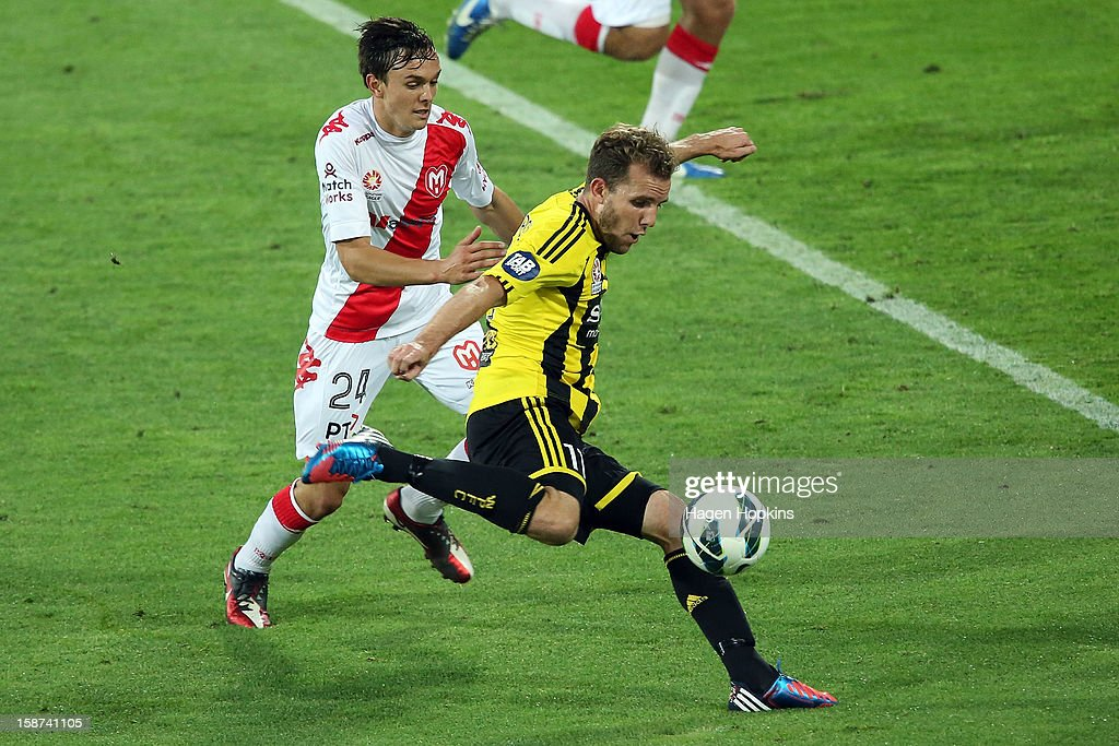<a gi-track='captionPersonalityLinkClicked' href=/galleries/search?phrase=Jeremy+Brockie&family=editorial&specificpeople=591299 ng-click='$event.stopPropagation()'>Jeremy Brockie</a> of the Phoenix shoots on his way to scoring a goal despite the challenge of Sam Mitchinson (R) of the Heart during the round 13 A-League match between the Wellington Phoenix and the Melbourne Heart at Westpac Stadium on December 27, 2012 in Wellington, New Zealand.