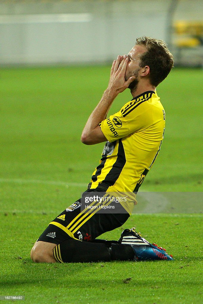 <a gi-track='captionPersonalityLinkClicked' href=/galleries/search?phrase=Jeremy+Brockie&family=editorial&specificpeople=591299 ng-click='$event.stopPropagation()'>Jeremy Brockie</a> of the Phoenix shows his disappointment after missing a shot at goal during the round 26 A-League match between the Wellington Phoenix and the Newcastle Jets at Westpac Stadium on February 27, 2013 in Wellington, New Zealand.